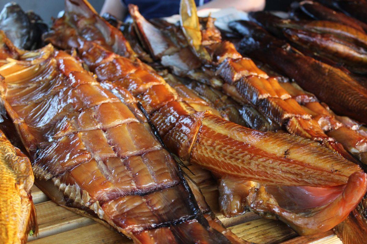 Копченая рыба – польза на больших застольях